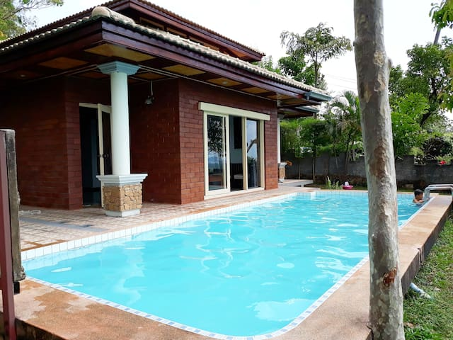 Nice villa with pool, sea view on the Gulf of Siam