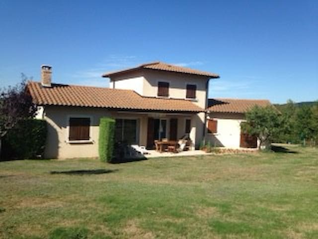 Great house with 2000 m2 ground - Monsols - Casa