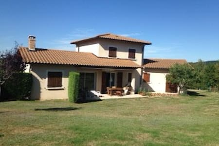 Great house with 2000 m2 ground - Monsols