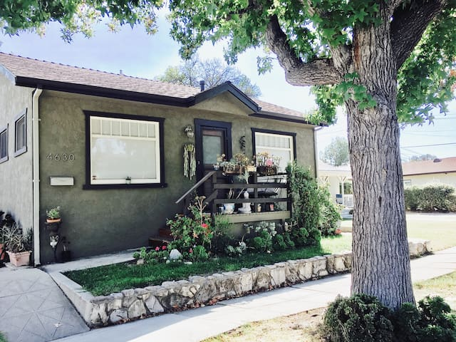 Classic Eagle Rock Bungalow in LA- 2 bedroom house
