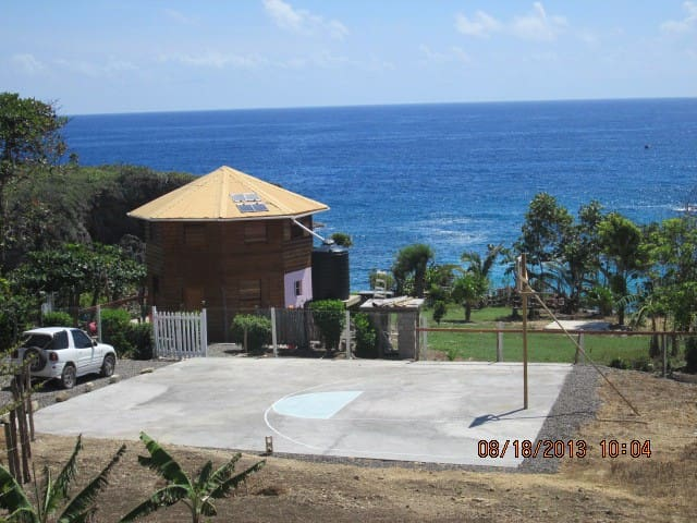 Beachfront Escape - Your Own Private Paradise - Robbins Bay - Hytte