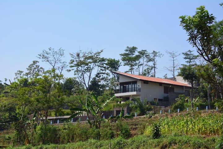 MOUNTAIN VIEW HOUSE 1st floor King Bed near Batu