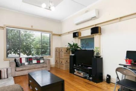 Prime location home - Footscray - Haus
