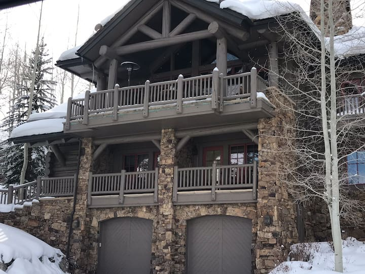 Bachelor Gulch Home Ski In/ Ski Out- Sleeps 16!