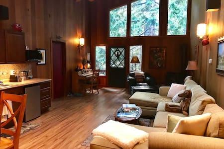 Homewood Hideaway Loft  (Heathers Room)
