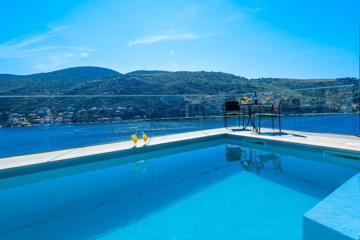Sea view apartment with pool - Mokošica - Apartamento
