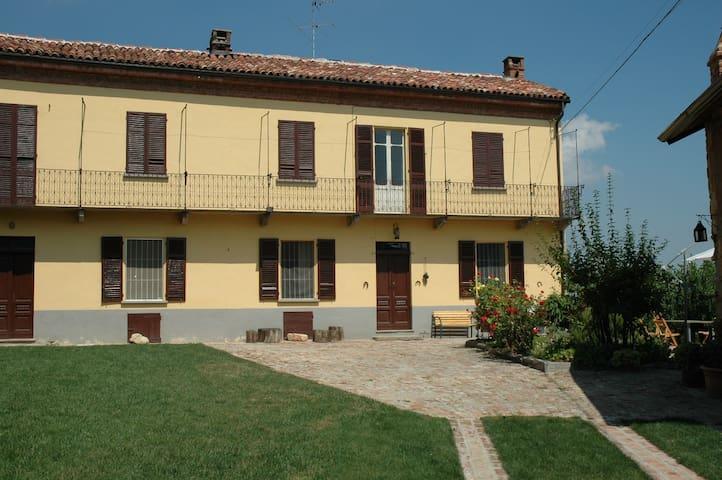 Monferrato astigiano residenza di campagna - Grana - Huis