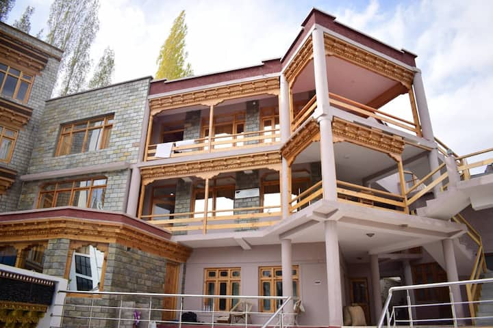 Exquisite stay Near Fort Rd with A Leh Palace View