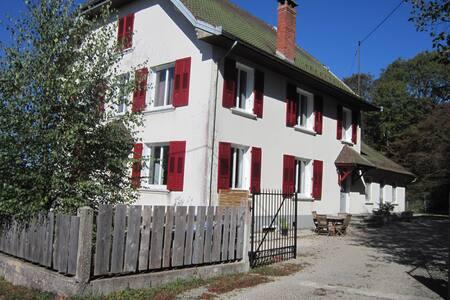 LES AMIS DU HERISSON - Menétrux-en-Joux - Haus