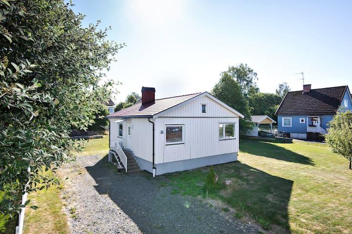 Entire Villa HomelyComfort, Laxå