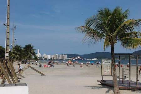 Santos, Praia do Boqueirão,  com vaga de garagem.