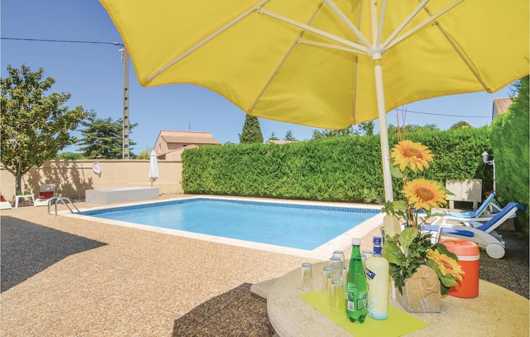 Holiday apartment with 2 bedrooms on 65m² in Codognan