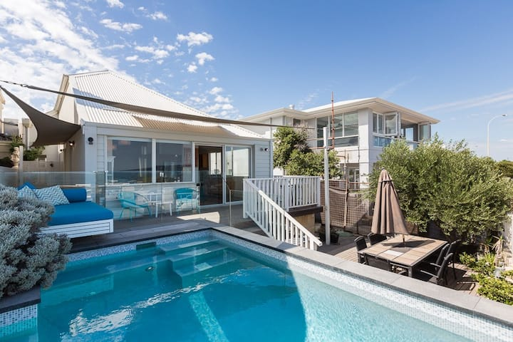Cottesloe Beach House - Oceanfront House