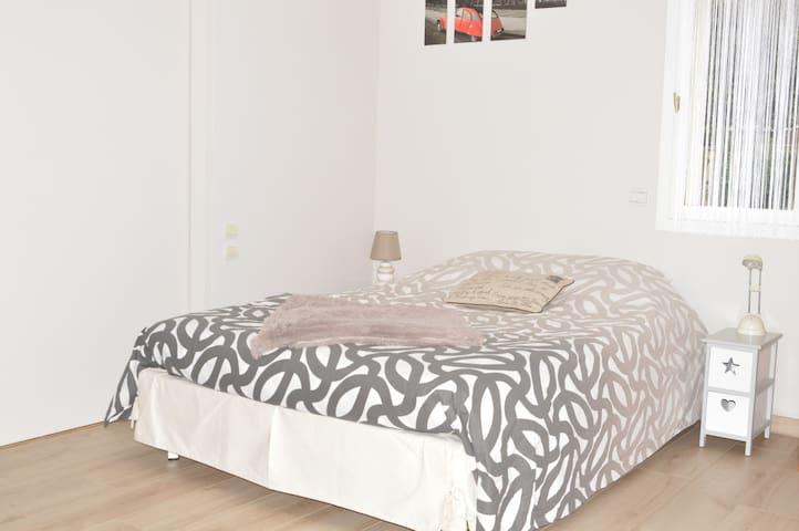 Studio 24m2 neuf indépendant dans maison de charme - Gif-sur-Yvette - House