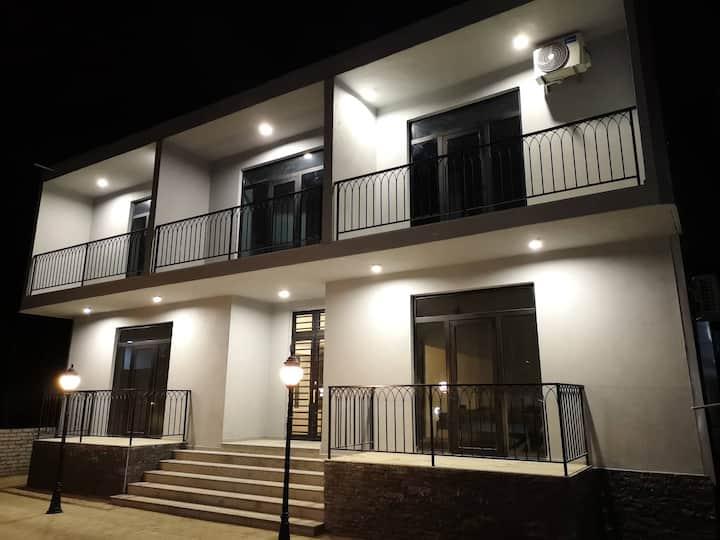 Level Up - Трехместный номер с балконом