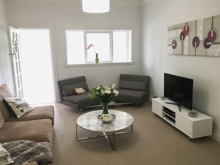 Sunny harbour side modern art deco apartment appartementen te huur in rose bay new south - Modern deco appartement ...