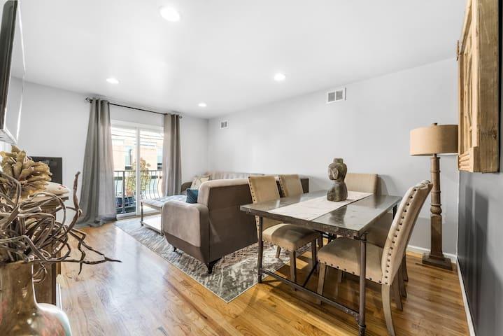 Amazing 4 Bedroom / WIFI / PARKING / 15 Min To NYC