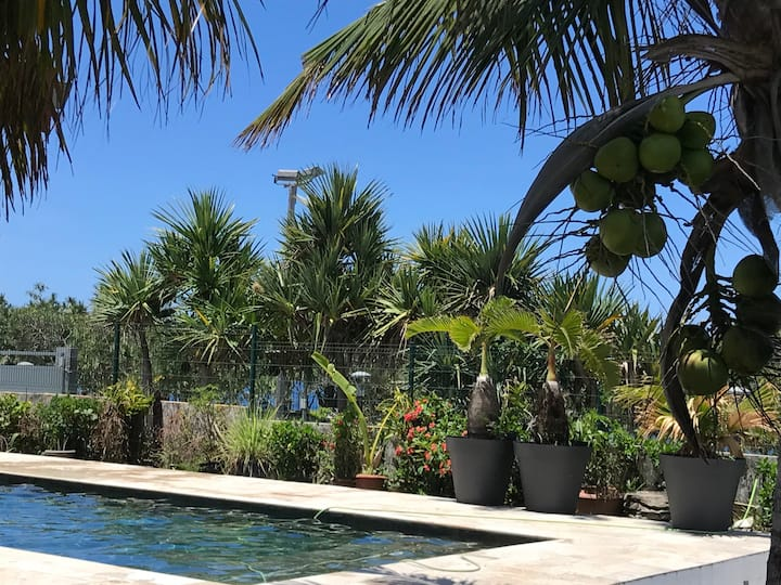 Bras-Panon : maison avec vue et piscine 1-4 pers.