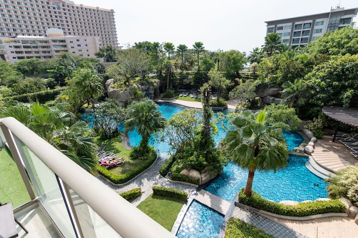 ⭐Large 1BR w/ Pool View⭐Luxury Facilities⭐4Pax