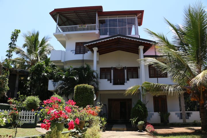 KANDY CITY VILLAGE HOME STAY DELUXE DOUBLE ROOM