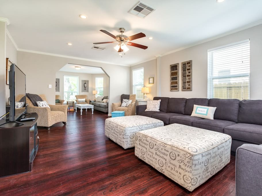 Big, airy living room is great for socializing!