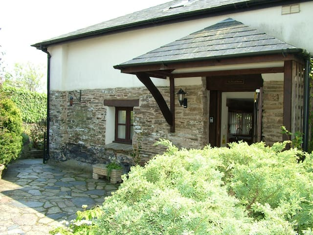 Pound House, Sleeps 8, Chillington - Chillington