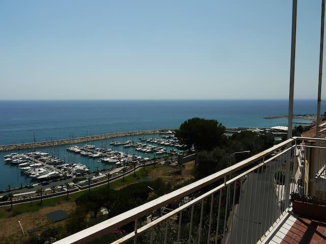 Casa per vacanze e meta per fughe nei weekend - San Lorenzo al Mare - Byt