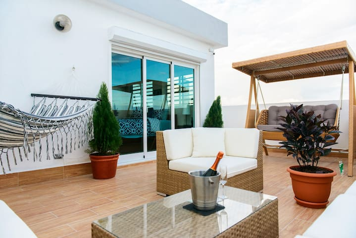 Chic Apartment by Mirador Sur Park w/Ocean View - Santo Domingo - Apartament