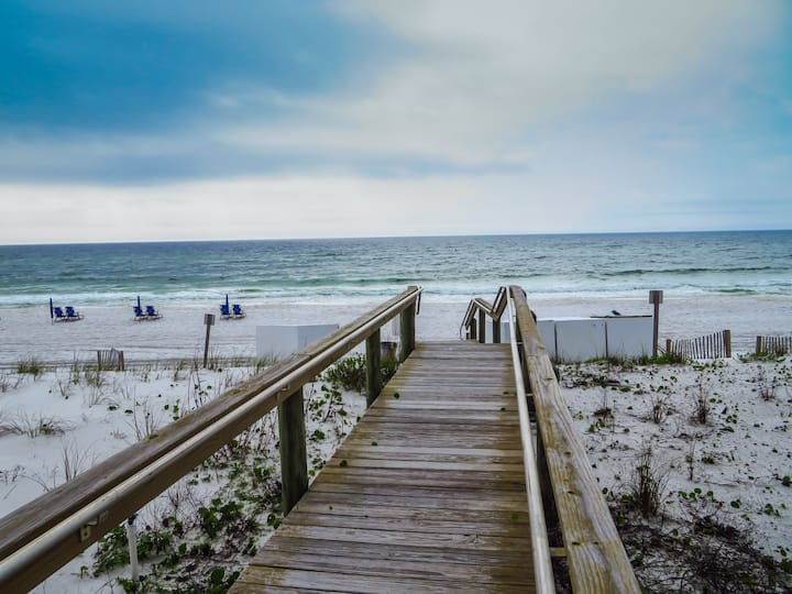 Destin Townhouse w/private beach access & pool