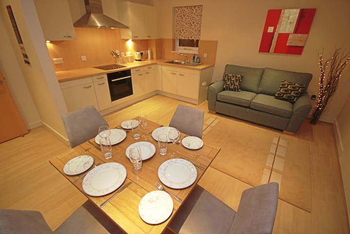Central, modern, spacious one bedroom