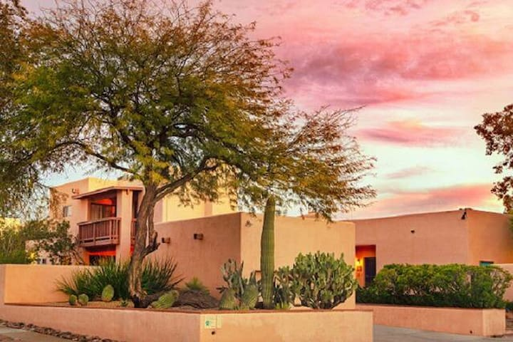 ADOBE ROSE INN~CASITA Rm~POOL~2 BLKS from U of A