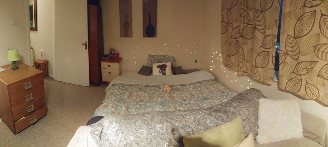 Quiet twin room near by town center - Bournemouth - Huoneisto