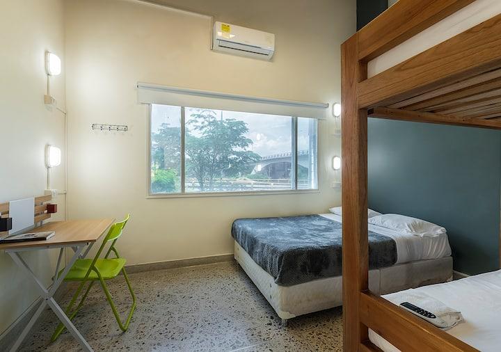 Habitación Sextuple + Desayuno en Poblado  aire ac