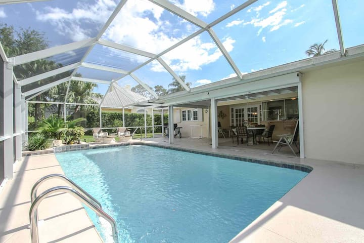 Screened in Lanai w/Heated Pool & Dining-2 Blocks to Naples Beach Hotel/Gulf of Mexico-Coquina Sands