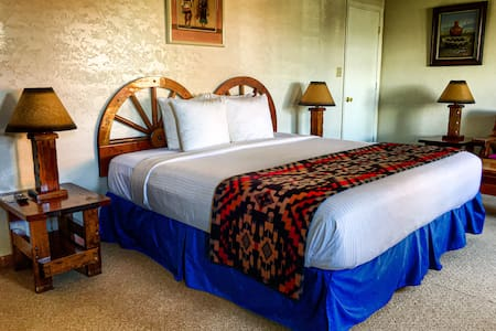 El Rancho Hotel - One King Deluxe Room