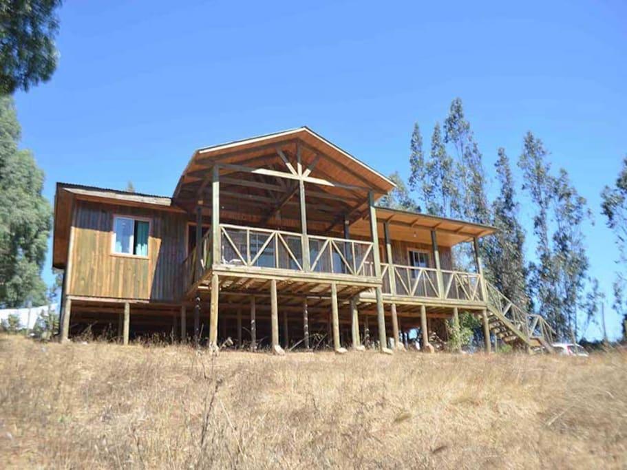 Excelente casa para disfrutar de la tranquilidad, cercana a atractivos y diversos lugares como Playas/Iloca, lago/Vichuquen, rio/Mataquito entre otros......... Vista al valle.