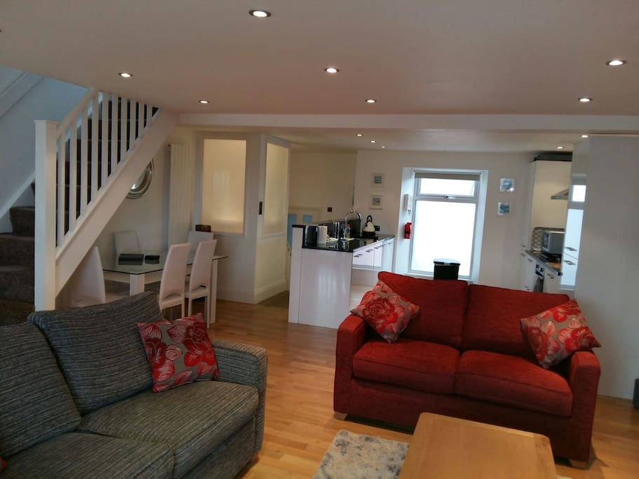 3 Bed apartment with open plan kitchen/diner & lounge