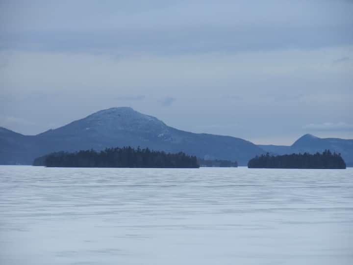 White Birch Lakeside Retreat - Lakeside Room