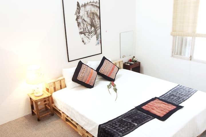 Thanh home-HN Old Quarter- Balcony-HK lake-Netflix