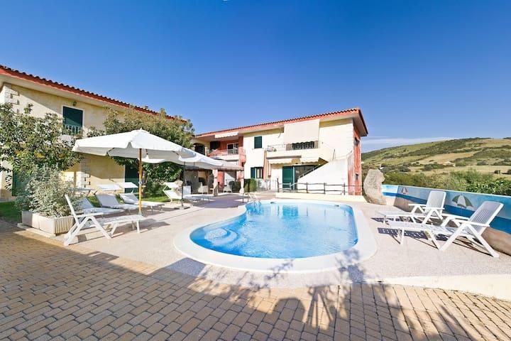 Appartamento n.1 in complesso con piscina P.T.