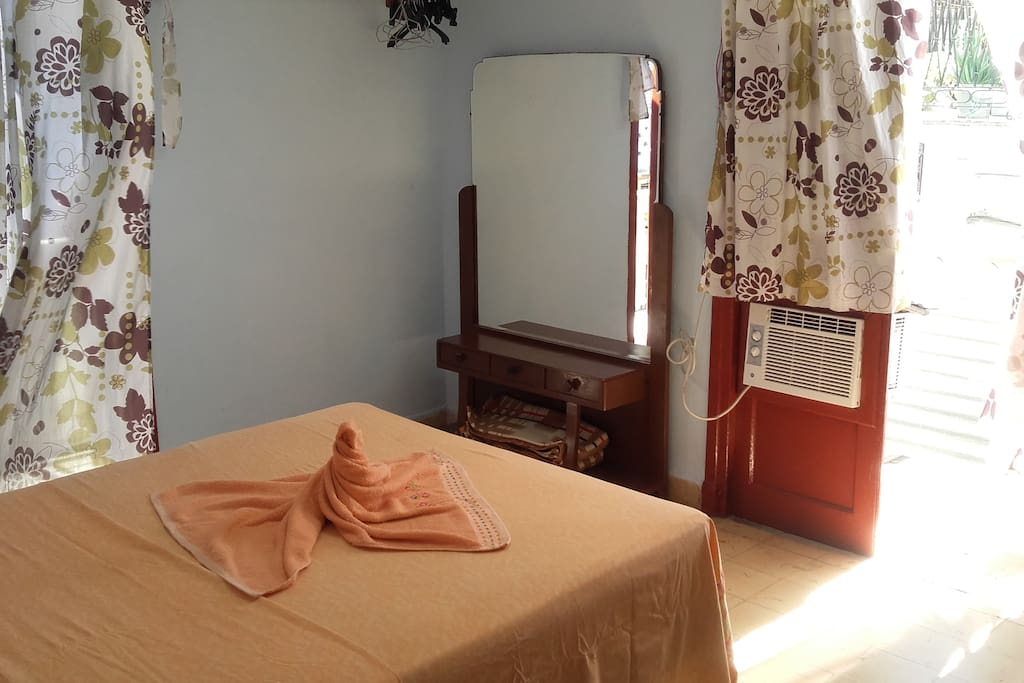 The bedroom, plus a double be, has a balcony, which is perfect to see the people walking and the life in the center of Old Havana. It has a double bed, conditional air, some closets, and a TV.
