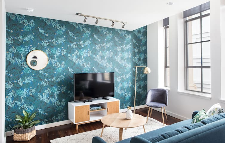 Bright 1BR Luxury Penthouse in C.B.D. by Sonder