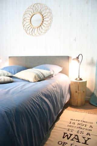 Un beau lit double, équipé d'une literie de qualité !