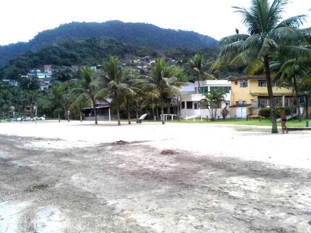 A praia do condomínio