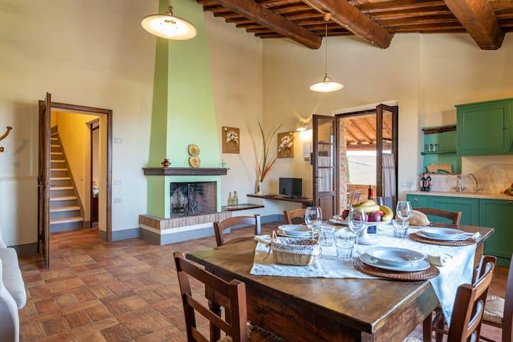 Farmhouse with heated pool and view-Crete Senesi