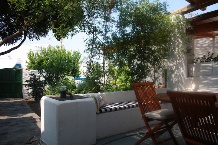 Casa tipica eoliana a 5 minuti dal mare - Estrómboli