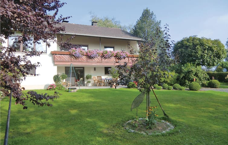 Holiday apartment with 2 bedrooms on 80m² in Nusbaum