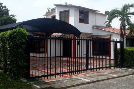 Hermosa casa con piscina privada adultos y niños