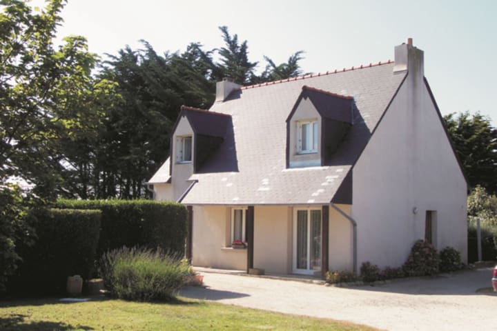 Comfortable holiday home by the sea and within walking distance of Brigognan-Plage
