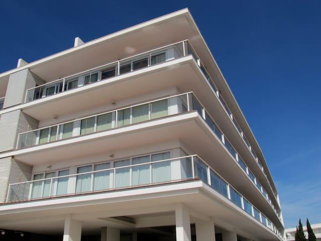 Top Floor Marina Apartment
